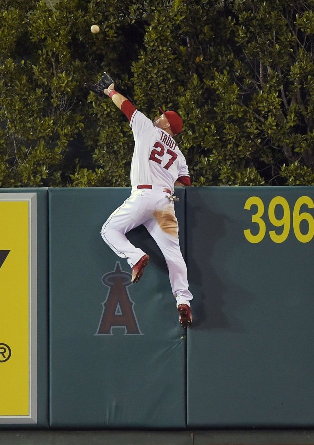Los Angeles Angels' Mike Trout makes a catch on a ball hit by Seattle Mariners' Jesus Montero during the fourth inning of a baseball game, Saturday, Sept. 26, 2015, in Anaheim, Calif. (AP Photo/Mark J. Terrill) ANS109